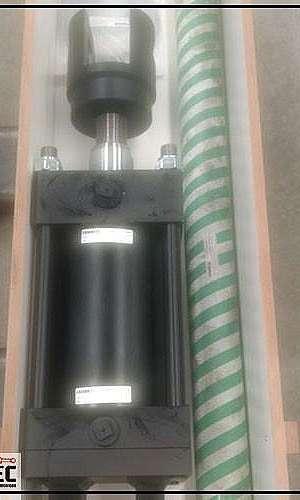 Manutenção em cilindros hidráulicos